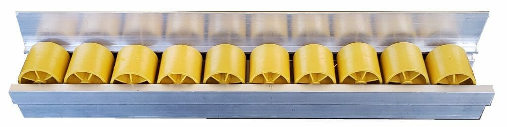 imagem trilho flow rack leve com aba 45 quilos 1 1024x257 - Trilho Roletado Flow Rack com Aba para 45 Kg