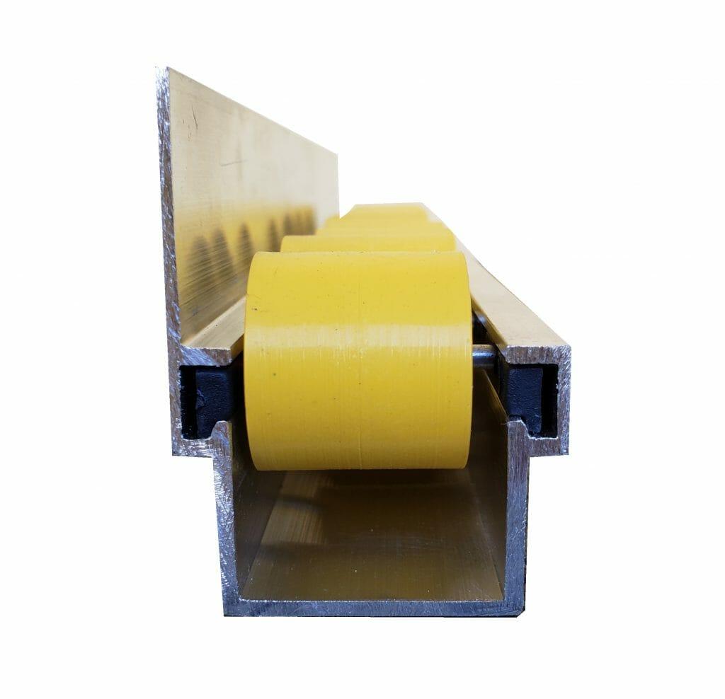 imagem trilho flow rack leve com aba 45 quilos frontal 1024x988 - Trilho Roletado Flow Rack com Aba para 45 Kg